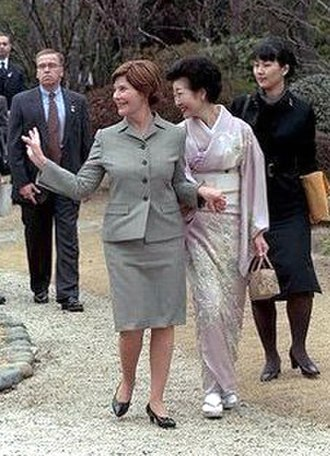 Kiyoko Fukuda (First Lady) - Image: Laura Bush and Kikuyo Fukuda cropped