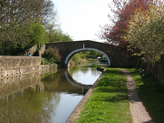 Leeds and Liverpool Canal at Kildwick - geograph.org.uk - 1315793