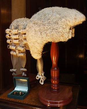 Court dress - Short wigs as worn in court by advocates (left) and judges (right) in several Commonwealth countries.