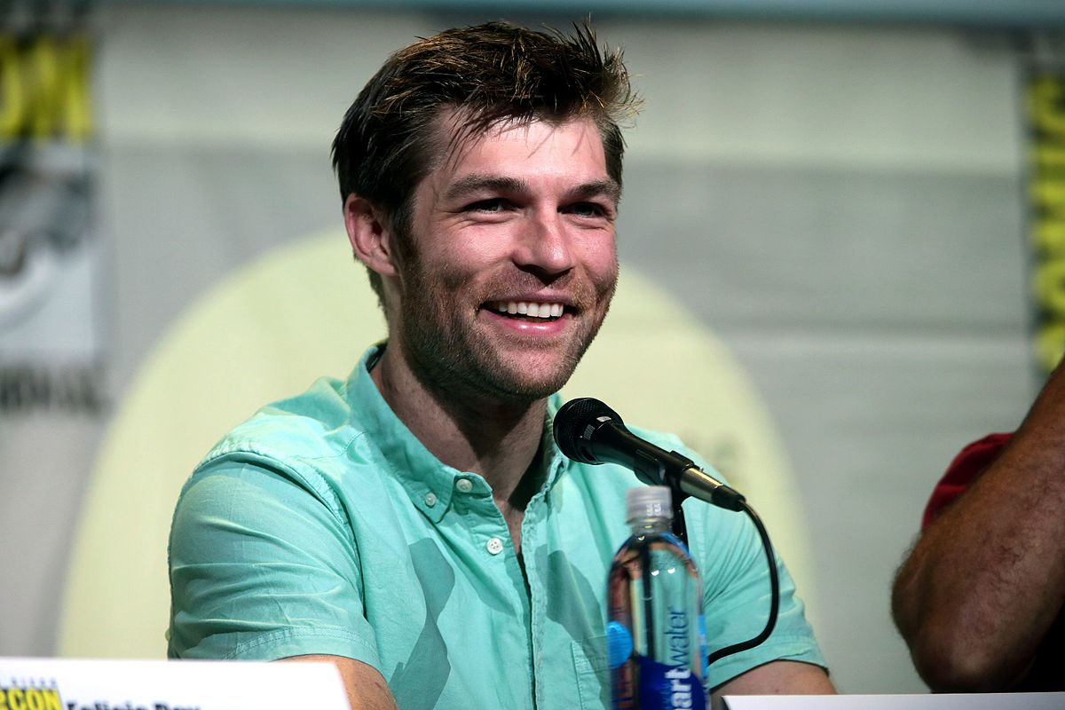 Liam McIntyre speaking at the 2016 San Diego Comic Con International