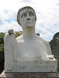 Lillie Langtry grave St Saviour Jersey.jpg