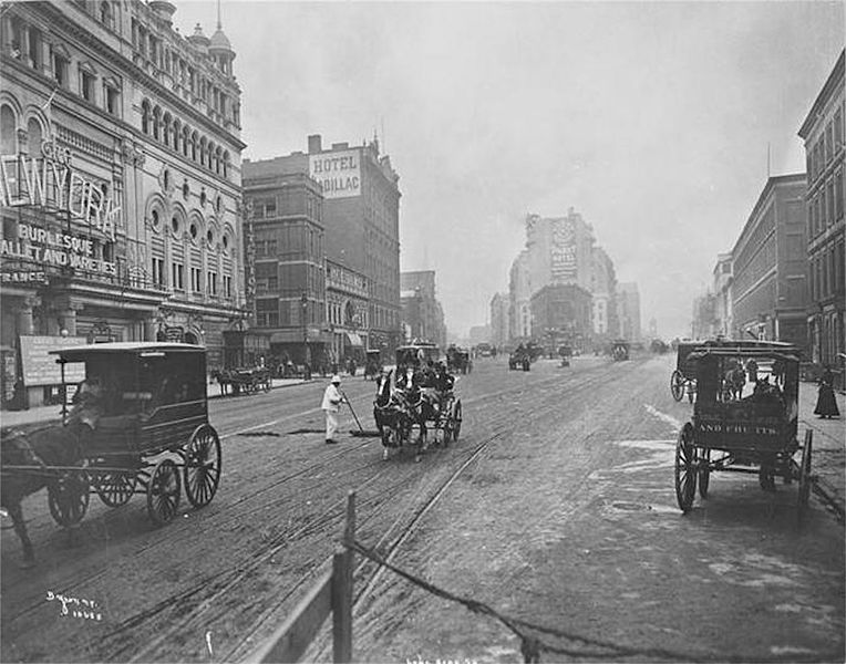 File:Longacre Square, looking south from 45th Street, Manhattan.jpg