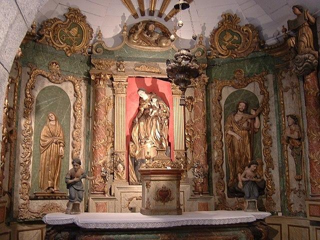 http://upload.wikimedia.org/wikipedia/commons/thumb/5/5e/Lourdes_Chateau_Chapelle_02.jpg/640px-Lourdes_Chateau_Chapelle_02.jpg?uselang=ru