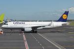 Lufthansa, D-AIZY, A320-214 (16398764158) (2).jpg