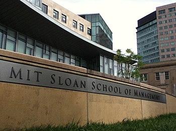 English: MIT Sloan School of Management buildi...