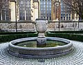 Maastricht, Sint-Servaasbasiliek, pandhof met oude Sint-Servaasfontein.jpg