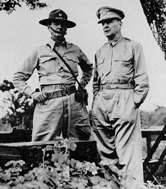 Philippines Campaign (1941–1942) - Generals Wainwright (left) and MacArthur