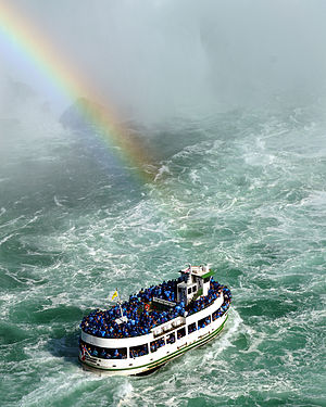 English: One of the Maid of the Mist tour boat...