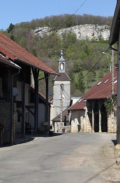 Rue principale de Malans (Doubs).