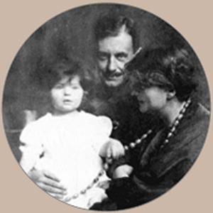 Manon Gropius - Manon Gropius with her parents Alma Mahler and Walter Gropius, 1918