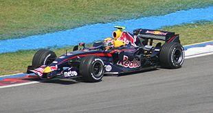 Mark Webber in azione con la sua Red Bull durante il Gran Premio della Malesia nel 2007
