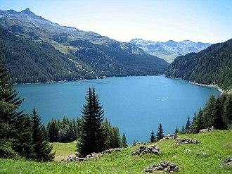 Parc Ela - Lake Marmorera in the park
