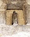 Marnay. Statuette de Vierge à l'enfant, contre un mur.jpg