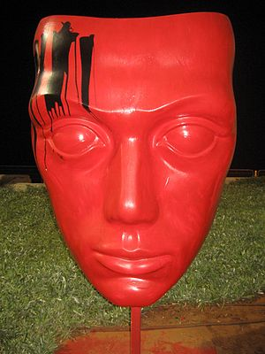 Mask statue2