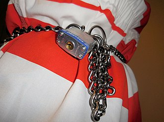 Master Lock - Image: Master lock on belly chain
