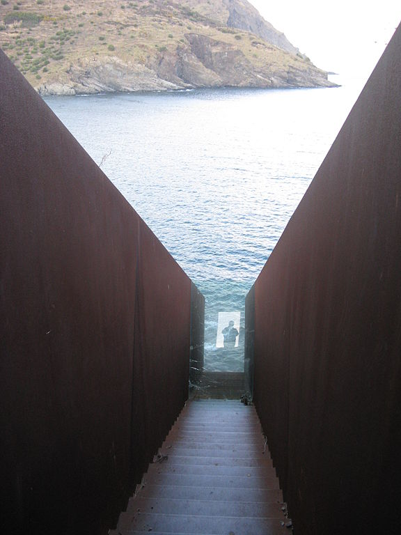 https://upload.wikimedia.org/wikipedia/commons/thumb/5/5e/Memorial_Walter_Benjamin_Portbou_002.jpg/576px-Memorial_Walter_Benjamin_Portbou_002.jpg