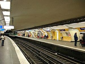Charles-de-Gaulle - Étoile (Paris Métro and RER) - Line 2 platforms.