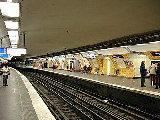 Charles de Gaulle–Étoile - Line 2 platforms.