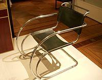 Mies van der Rohe stol 1927.jpg