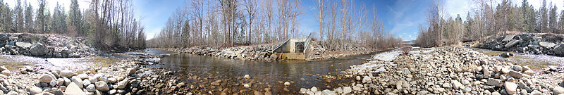 File:Mission Creek near sidestream at Lions Park Kelowna BC Canada-eau contraire.jpg