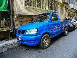 Mitsubishi Freeca Truck Left Front View 20140412.jpg