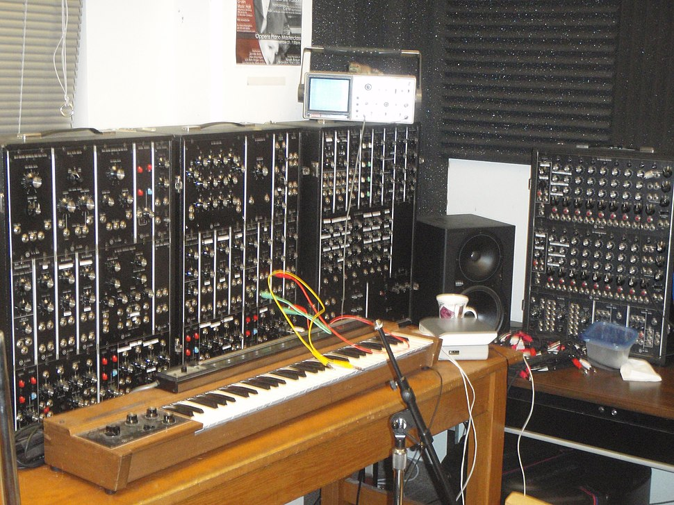 Moog Synthesizer 3P (1972), CRuNCh Lab