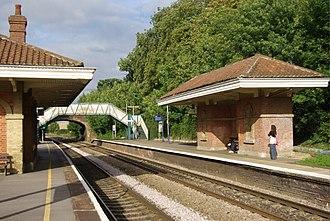 Mortimer railway station - Image: Mortimer railway station geograph 942270