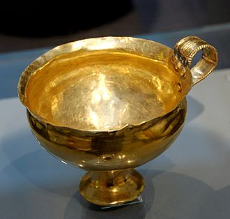Ancient Greece and wine - A golden goblet from the Mycenaean period.