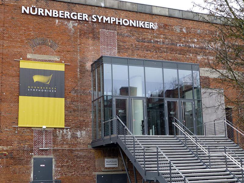 File:Nürnberger Symphoniker Kongresshalle .jpg