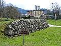 Nachgebildete Keltenmauer in Kirchzarten 2.jpg