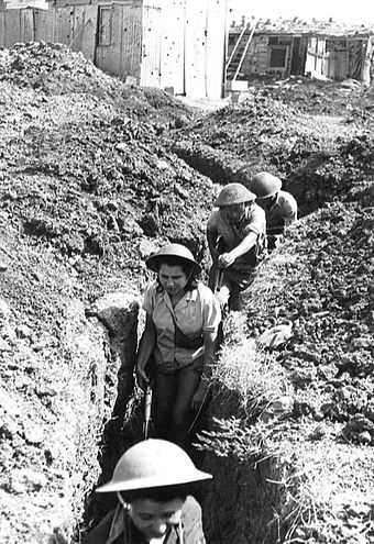 Israeli soldiers in Negba Negba1948Defenses.jpg