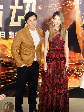 Ng Chin Han - Ng (left) and Hannah Quinlivan in 2018