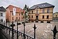 Ober-Olm Martinsplatz mit Rathaus und altem Schulhaus.jpg