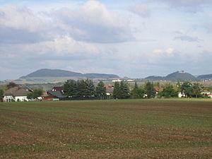 Odenberg (links), Scharfenstein (mittig) undSchloßberg mit Gudensberger Obernburg (rechts)