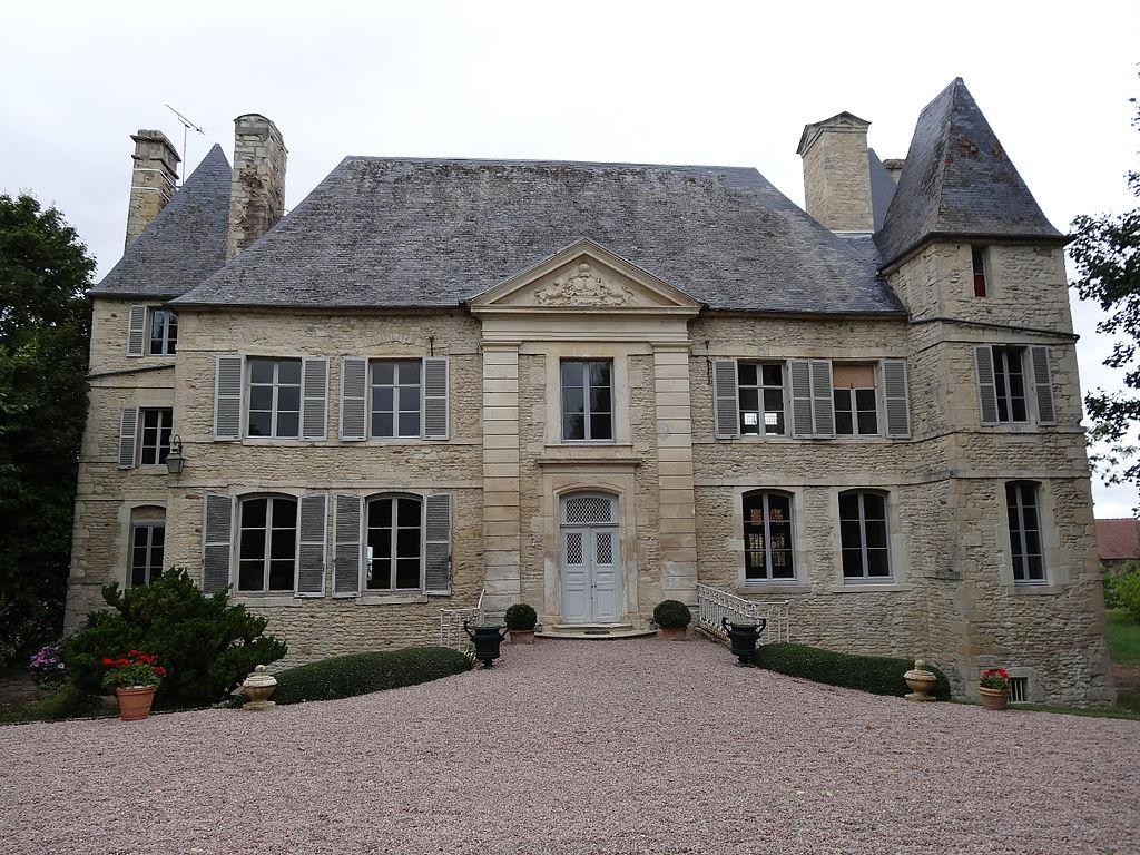 Olendon (14) façade sud-est du château.JPG