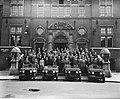 Opdracht soeberg, groepsfofo met vier jeeps, Bestanddeelnr 934-6672.jpg