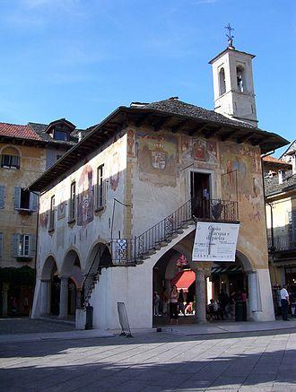Broletto - Image: Orta San Giulio Broletto