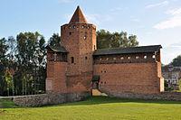 Ostatnia stojąca baszta - Ruiny Zamku Książąt Mazowiekich w Rawie Mazowieckiej.jpg