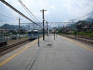 Ōtsuki Station - Image: Otsuki Station platforms 4 5 20060813
