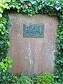 Płyta nagrobna małżeństwa Marie Luise i Guido Kaschnitz von Weinberg na cmentarzu w Bollschweilu, Niemcy.jpg