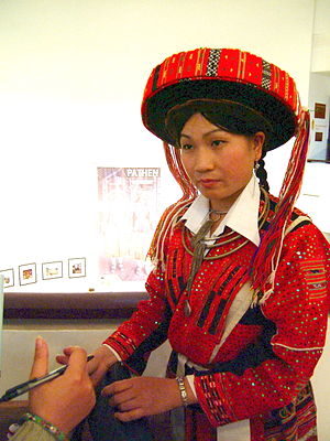 Pa Then people - Girls in national costumes