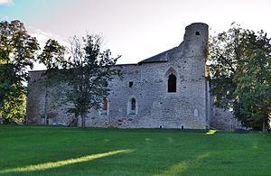 Padise Abbey - Image: Padise kloostri varemed vallikraaviga, 13. 16.saj (1)