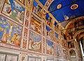 Padova Cappella degli Scrovegni Innen Fresken 2.jpg