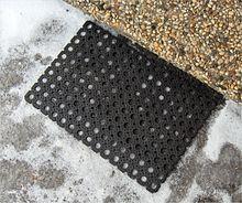 snufflemat - Snufflemat ou tapis de flair 220px-Paillasson_plastique