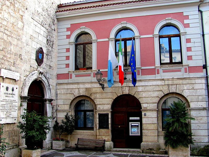 File:Palazzo San Francesco (Isernia).JPG