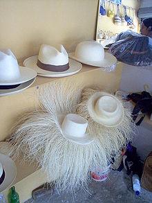 """LE CHAPEAU dit """"PANAMA""""  220px-Panama_hats_montecristi"""
