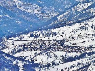 Saint-Martin-de-Belleville - Panorama from Val Thorens on the village, with Notre-Dame-de-la-Vie sanctuary visible on the left
