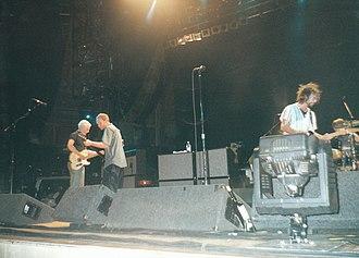 Binaural Tour - Image: Pearl Jam DC2000 7