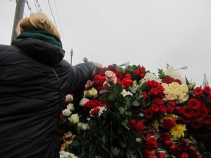 People came to the side of Boris Nemtsov's murder (2015-02-28; 12).JPG