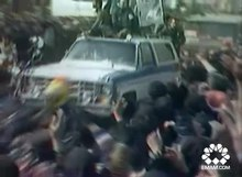 پرونده:People on The path of welcoming Imam Khomeini .webm
